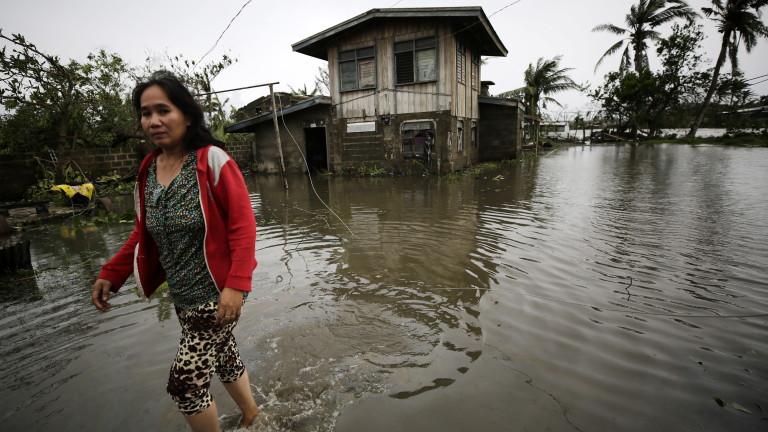 Най-малко 25 души са загинали във Филипините заради тайфуна
