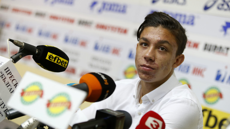 Изгряващата звезда на Българския футбол - Филип Кръстев получи наградата