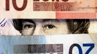 Паундът губи от еврото заради неяснотата около Brexit