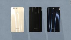 Huawei изправя новия Honor 8 срещу Samsung Galaxy S7 (ВИДЕО)