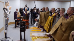 Какво прави един робот в будистки храм