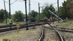Товарен влак с цистерни с гориво дерайлира по пътя Русе – Каспичан