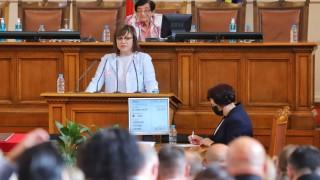 В първия ден Нинова даде заявка за третия мандат