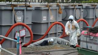 Япоснкият премиер иска спешни мерки за водата от Фукушима