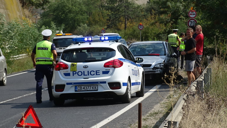 2-годишно дете пострада при катастрофа на път Е-79 срещу село