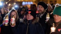 Хиляди на протест срещу насилието след убийството на кмета на Гданск