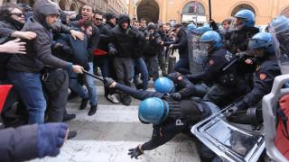 7 пострадали при сблъсъци между полиция и антифашисти в Болоня