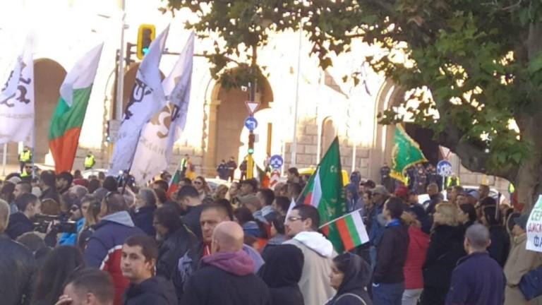 В различни градове на България се провеждат протести срещу въвеждането
