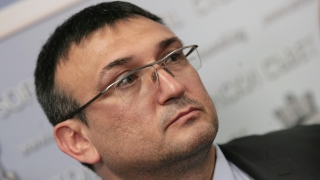Колата на проф. Минеков била запалена по погрешка според Младен Маринов