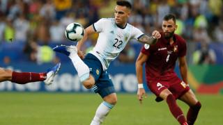 Барселона се насочи към нападател на Интер