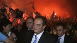 Бомба избухна на митинг на Караманлис