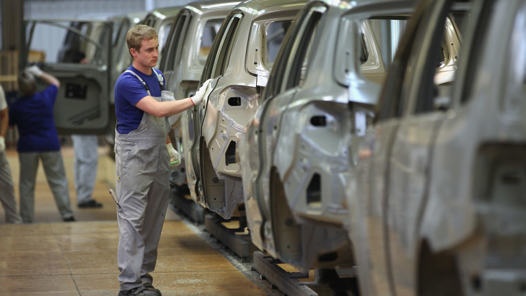 Синдикатите на Volkswagen блокират новия завод на компанията в Източна Европа, за който и България се бори