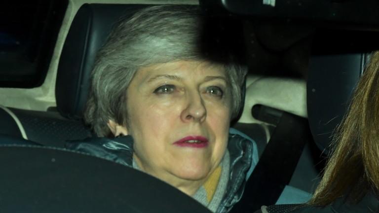 Половината британци искат оставката на Тереза Мей