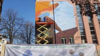 Нарисуваха защитени птици на фасадата на училище в Свиленград
