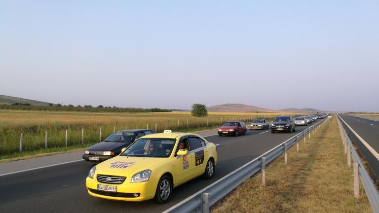 Аварирал автомобил ограничи движението по пътя Русе-Разград