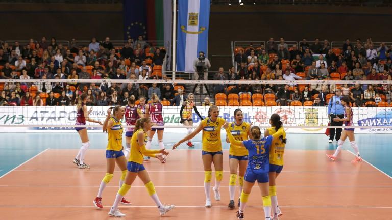 Триумфално посрещане беше устроено на волейболистките на Марица от стотици
