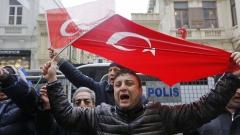 Турският вицепремиер не е добре дошъл в Холандия, обявиха властите