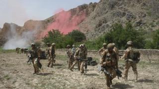 Десетки загинали при въздушен удар в Афганистан