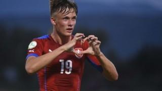 Чехия размаза домакина на Евро 2017