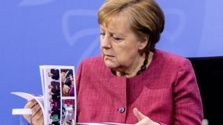 Меркел гълчи коалиционния си партньор в грозен скандал заради маски