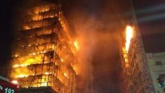 Срути се горяща сграда в центъра на бразилския град Сао Пауло