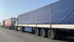 "Близо 7 км опашка от камиони на ""Дунав мост 2"""