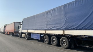 Трафикът по границата с Турция остава натоварен
