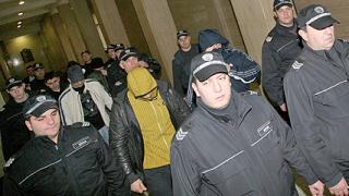 """Обвинен по """"Наглите"""" пуснат на състезание по парапланери в Испания"""