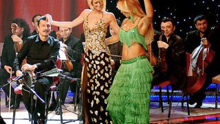 """Парис Хилтън танцува кючек на """"Мис Турция"""" (галерия)"""
