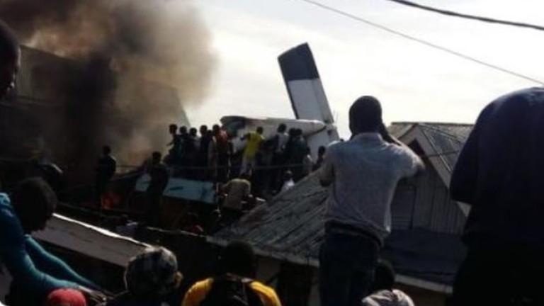 Най-малко 24 загинали при разбиването на самолет върху къщи в ДР Конго