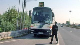 Задържаха автобус с ЦСКА-ри, крали от бензиностанция