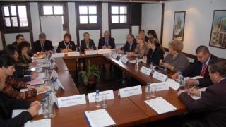 Масларова: Усвояваме над 1 млрд.евро за обучение на кадри