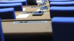 Депутатите приеха оставките на Данаил Кирилов и Стефка Стоева