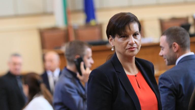 За Дариткова и депутатите от ГЕРБ е важна връзката с Цветанов