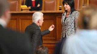 Меле в парламента, Сидеров атакува Караянчева