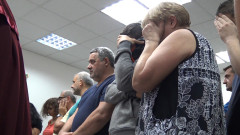 Всичките 19 задържани за нелегалните фабрики за цигари остават в ареста