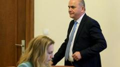 """Работодатели и синдикати: Бисер Петков е """"курбанът"""" на правителството"""