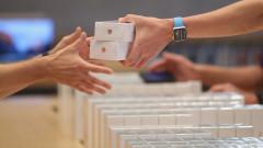 Огромен срив на глобалните продажби на смартфони