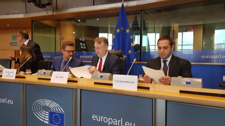 Търговската политика на България е основно свързана с повишаване на