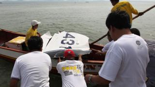300 души издирват падналия самолет на вътрешния министър на Филипините