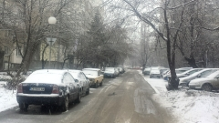 Затворници ще чистят снега около спирките в Бургас