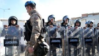 Задържат 68 офицери от командването на сухопътни войски в Турция