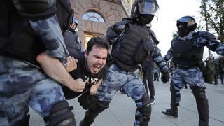 Продължават арестите на опозиционери в Москва