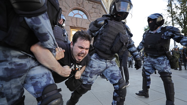 1400 задържани на протестите в Москва