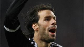 Рууд ван Нистелрой носи победата за Реал