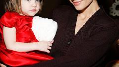 Кейти Холмс прави луксозни пазарски чанти