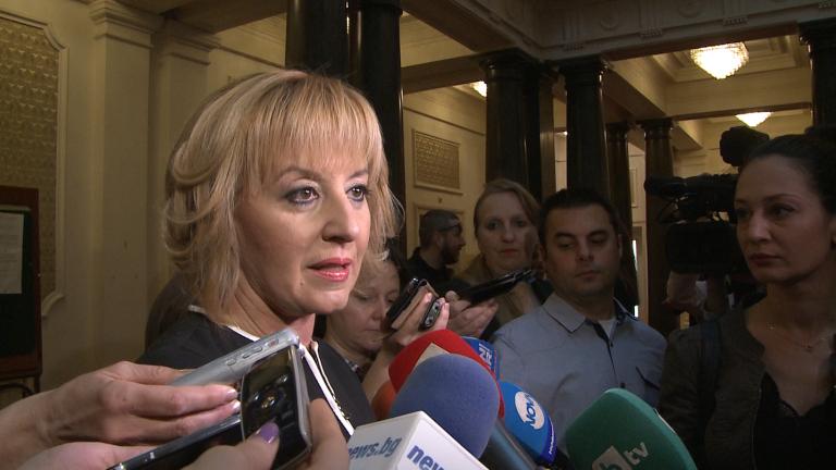 """И Манолова сезира КС за """"бакалските сметки"""" в Изборния кодекс"""