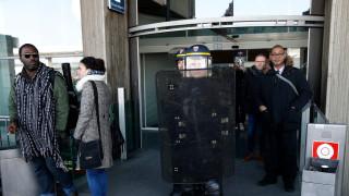 Двама души предизвикаха паника с пистолети играчки на летище Шарл дьо Гол