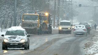 Спасиха блокирано от снега семейство край Белене
