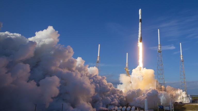 SpaceX извежда 4 туристи в космоса до 2 г.